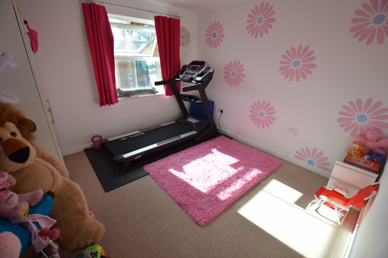 2 bedroom Flat to buy in Holly Street, Luton - Photo 8