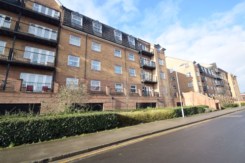 2 bedroom Flat to buy in Holly Street, Luton