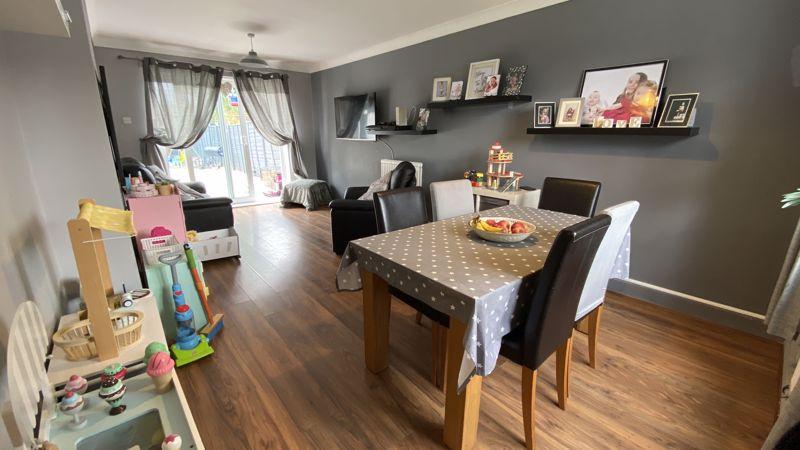 3 bedroom End Terrace to buy in Birdsfoot Lane, Luton - Photo 1