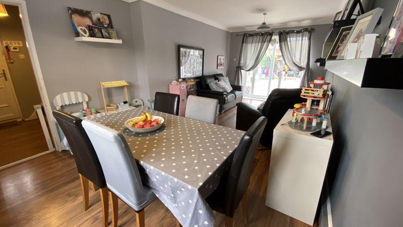 3 bedroom End Terrace to buy in Birdsfoot Lane, Luton - Photo 2