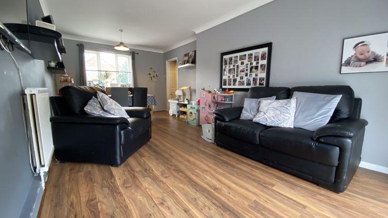 3 bedroom End Terrace to buy in Birdsfoot Lane, Luton - Photo 3
