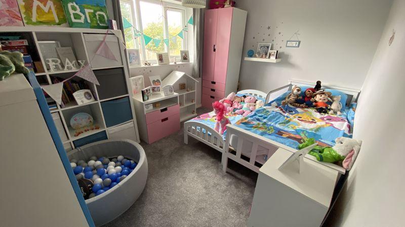 3 bedroom End Terrace to buy in Birdsfoot Lane, Luton - Photo 6