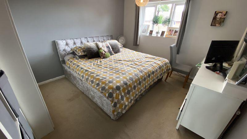 3 bedroom End Terrace to buy in Birdsfoot Lane, Luton - Photo 8
