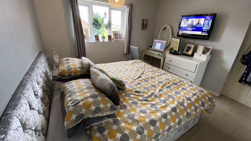 3 bedroom End Terrace to buy in Birdsfoot Lane, Luton - Photo 9