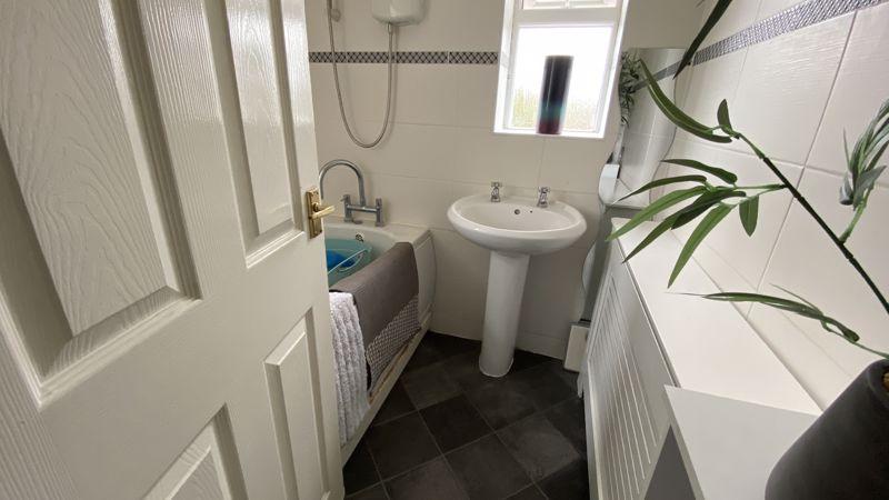3 bedroom End Terrace to buy in Birdsfoot Lane, Luton - Photo 10