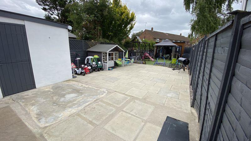 3 bedroom End Terrace to buy in Birdsfoot Lane, Luton - Photo 11