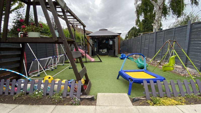 3 bedroom End Terrace to buy in Birdsfoot Lane, Luton - Photo 12
