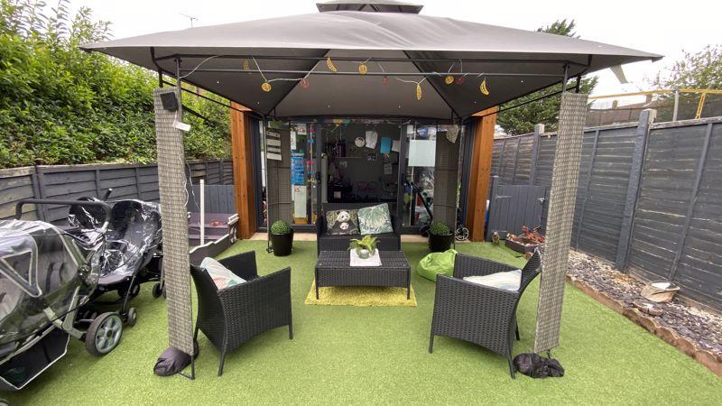 3 bedroom End Terrace to buy in Birdsfoot Lane, Luton - Photo 13