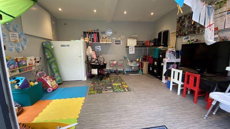 3 bedroom End Terrace to buy in Birdsfoot Lane, Luton - Photo 14