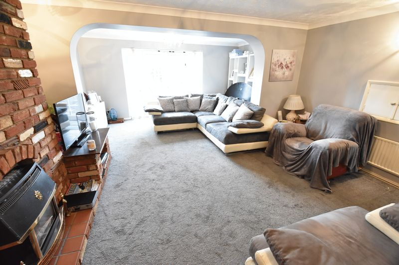 4 bedroom  to buy in Eldon Road, Luton - Photo 2