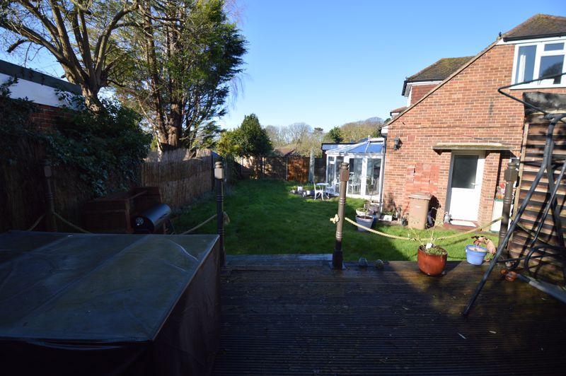 3 bedroom Semi-Detached  to buy in Alwyn Close, Luton - Photo 1