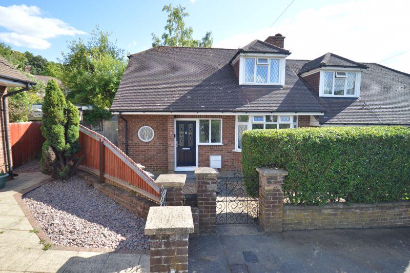 3 bedroom Semi-Detached  to buy in Alwyn Close, Luton