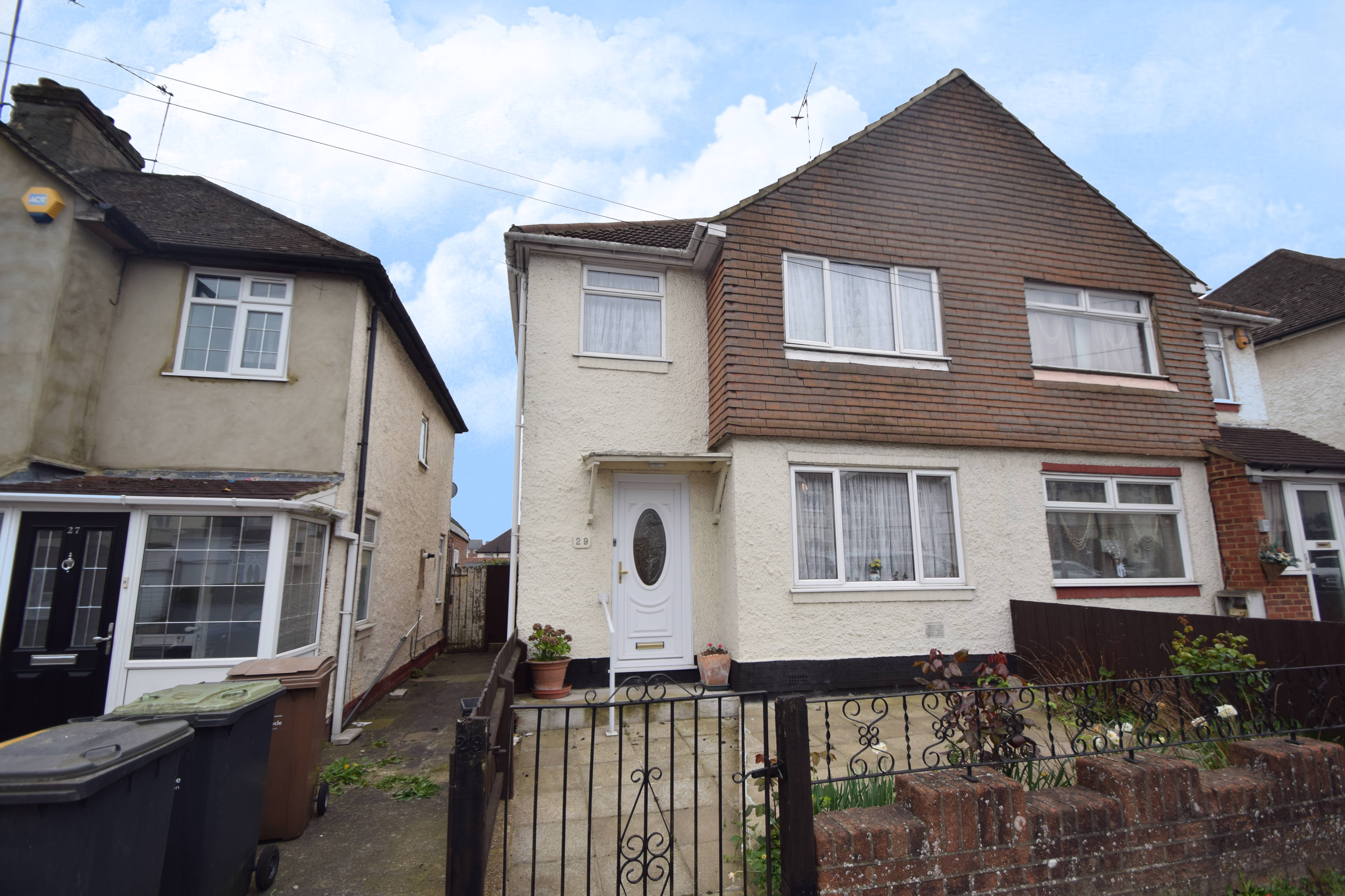 3 bedroom Semi-Detached  to buy in Weatherby Road, Luton