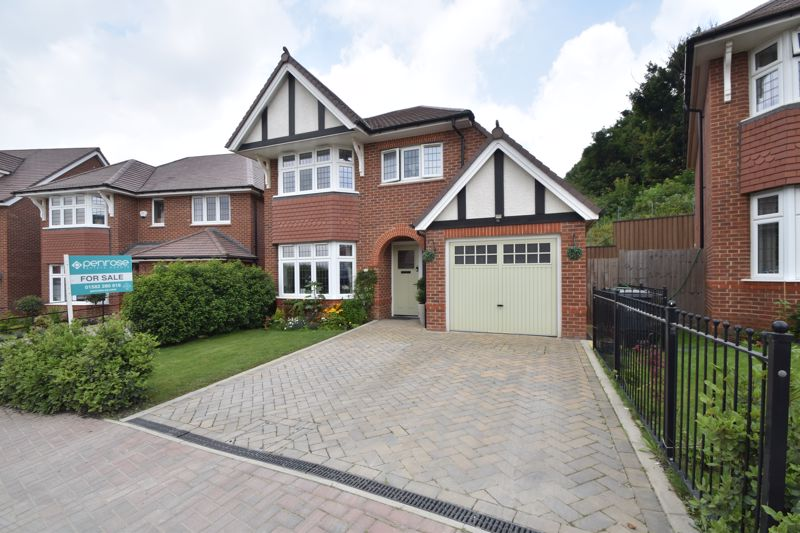 3 bedroom Detached  to buy in Armstrong road, Luton