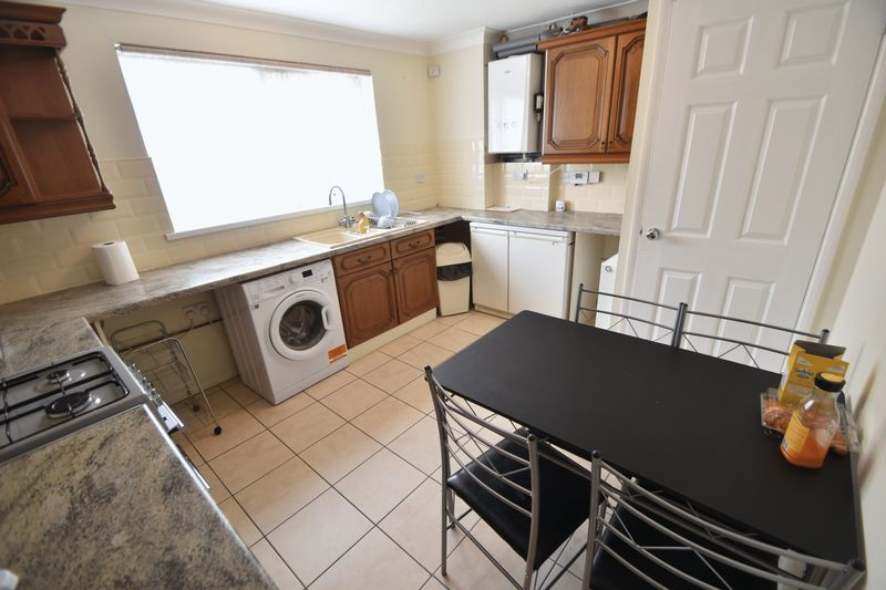 2 bedroom Mid Terrace to rent in Peregrine Road, Luton - Photo 1
