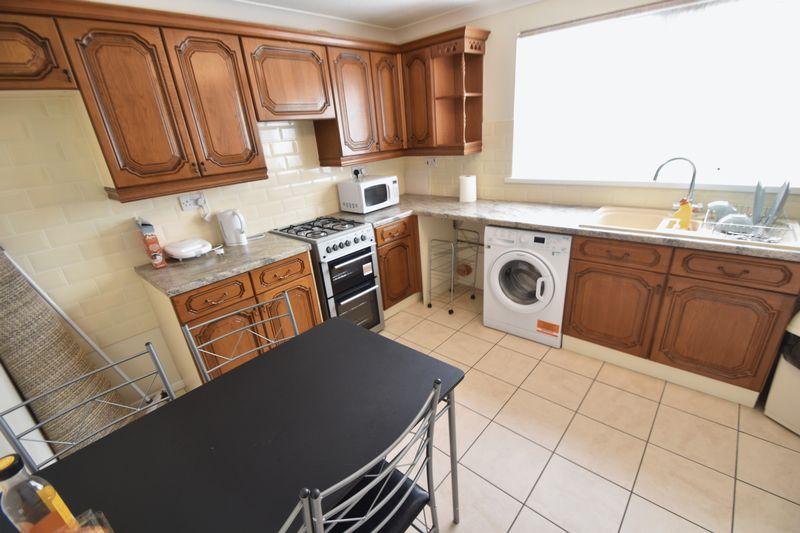 2 bedroom Mid Terrace to rent in Peregrine Road, Luton - Photo 3