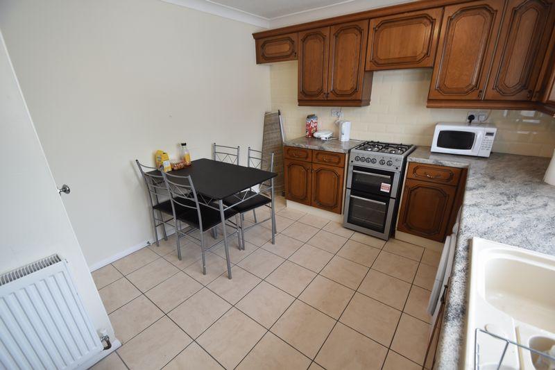 2 bedroom Mid Terrace to rent in Peregrine Road, Luton - Photo 4