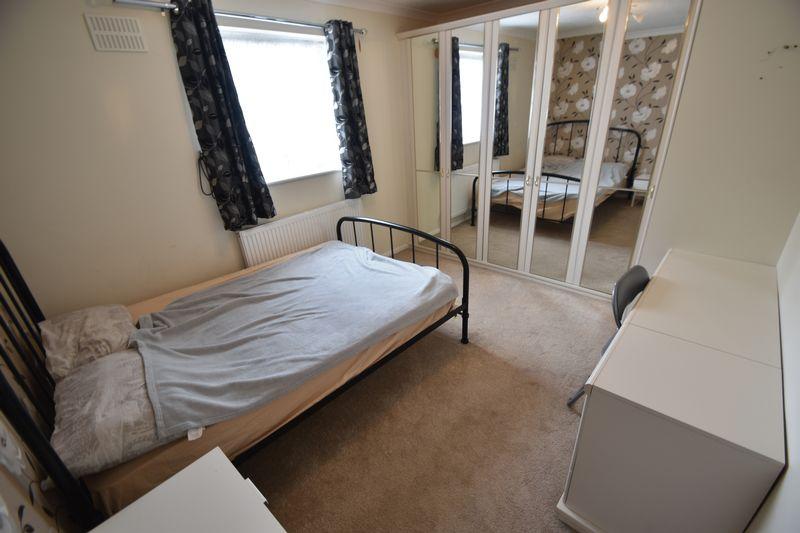 2 bedroom Mid Terrace to rent in Peregrine Road, Luton - Photo 5