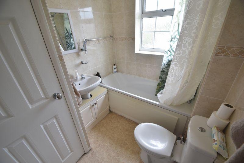 2 bedroom Mid Terrace to rent in Peregrine Road, Luton - Photo 6