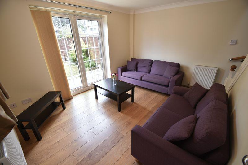 2 bedroom Mid Terrace to rent in Peregrine Road, Luton - Photo 9