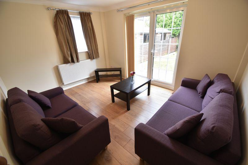 2 bedroom Mid Terrace to rent in Peregrine Road, Luton - Photo 10