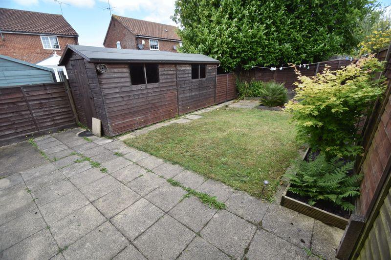 2 bedroom Mid Terrace to rent in Peregrine Road, Luton - Photo 12