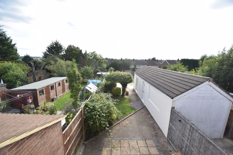 3 bedroom Semi-Detached  to rent in Hollybush Road, Luton - Photo 5