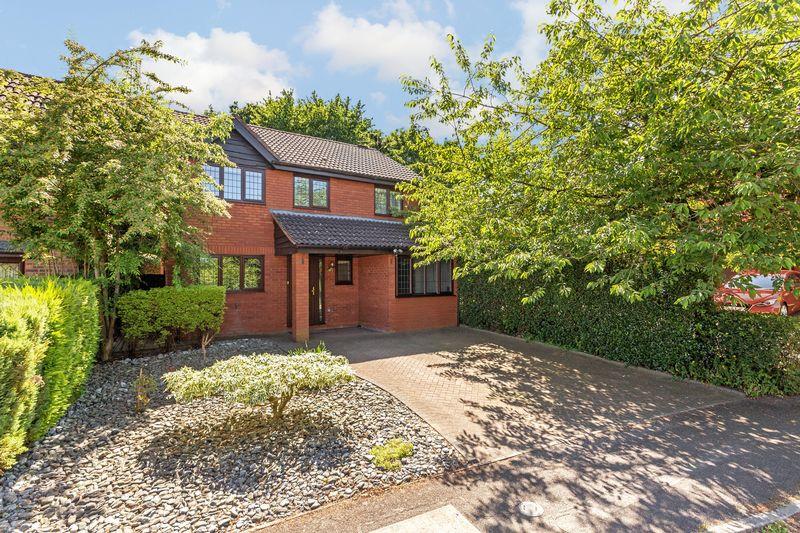 5 bedroom Detached  to buy in Copthorne, Luton