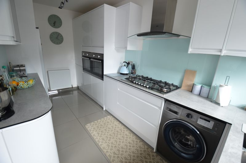 3 bedroom End Terrace to buy in Littlechurch Road, Luton - Photo 5