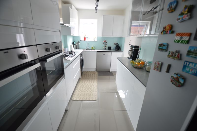 3 bedroom End Terrace to buy in Littlechurch Road, Luton - Photo 6