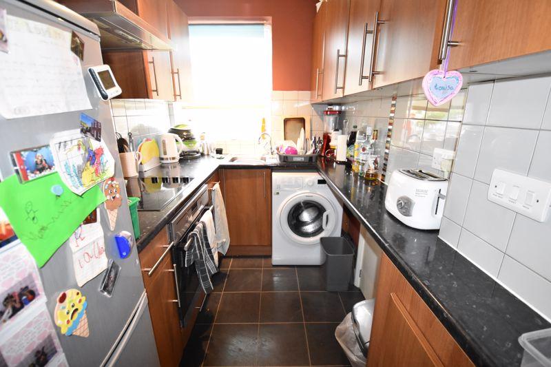 2 bedroom Maisonette to rent in Birchen Grove, Luton - Photo 3