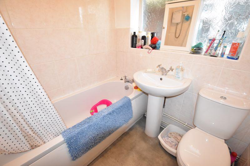 2 bedroom Maisonette to rent in Birchen Grove, Luton - Photo 4