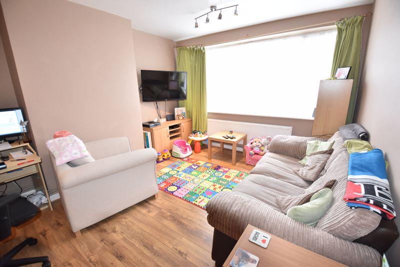 2 bedroom Maisonette to rent in Birchen Grove, Luton - Photo 8