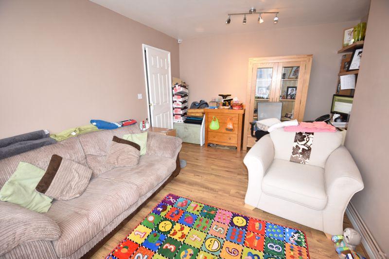 2 bedroom Maisonette to rent in Birchen Grove, Luton - Photo 9
