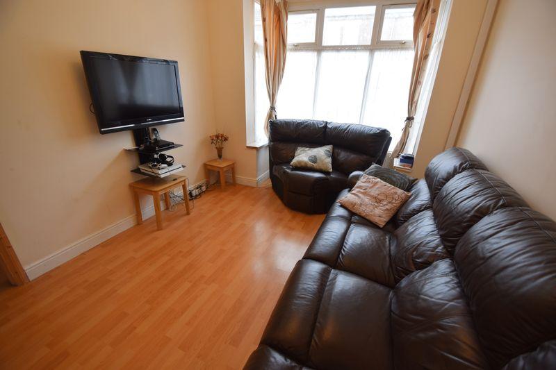 3 bedroom Mid Terrace to buy in Norman Road, Luton - Photo 1