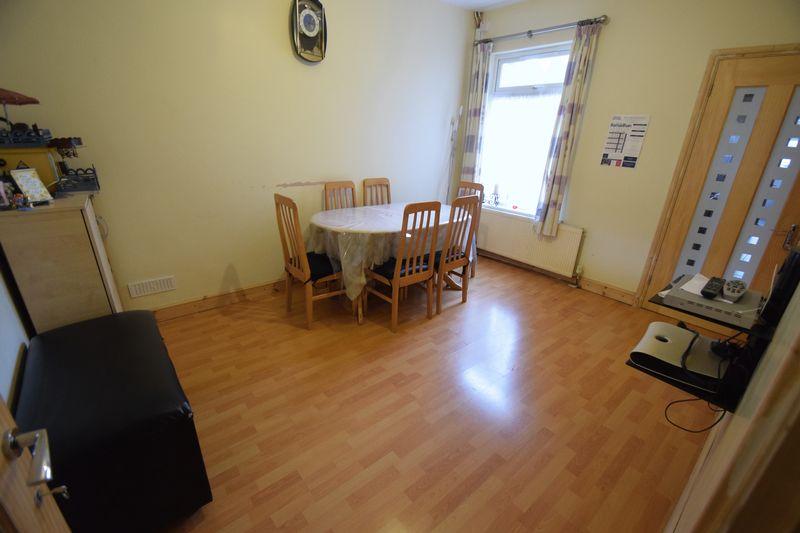 3 bedroom Mid Terrace to buy in Norman Road, Luton - Photo 2