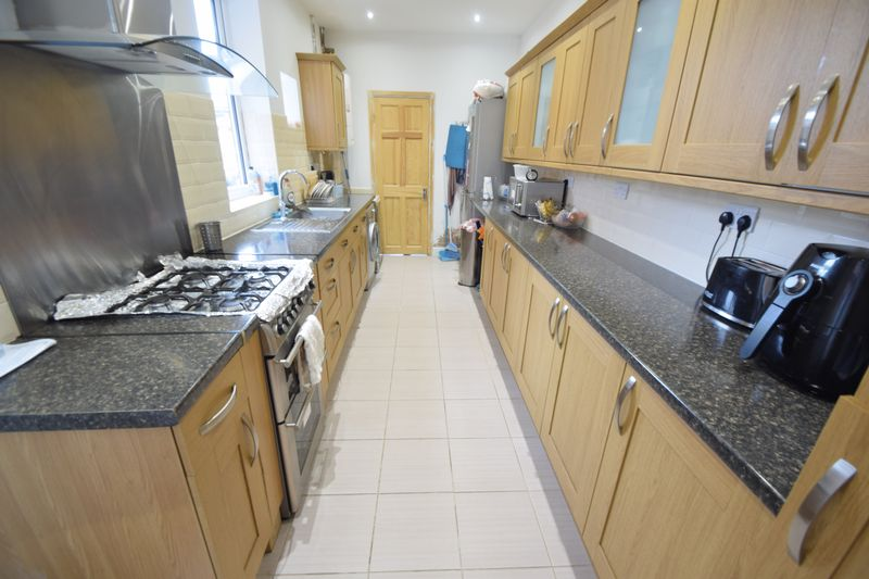 3 bedroom Mid Terrace to buy in Norman Road, Luton - Photo 3