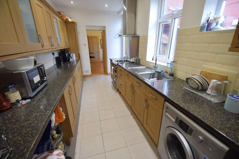 3 bedroom Mid Terrace to buy in Norman Road, Luton - Photo 4