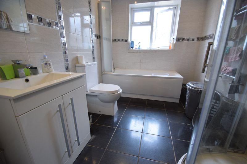 3 bedroom Mid Terrace to buy in Norman Road, Luton - Photo 5