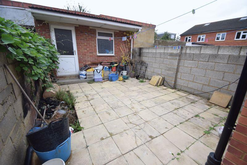 3 bedroom Mid Terrace to buy in Norman Road, Luton - Photo 6