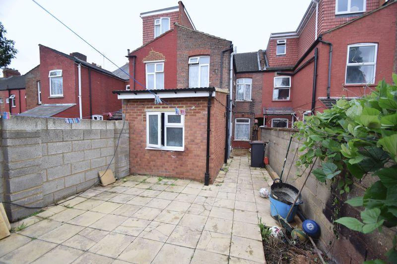 3 bedroom Mid Terrace to buy in Norman Road, Luton - Photo 7