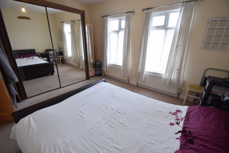 3 bedroom Mid Terrace to buy in Norman Road, Luton - Photo 9