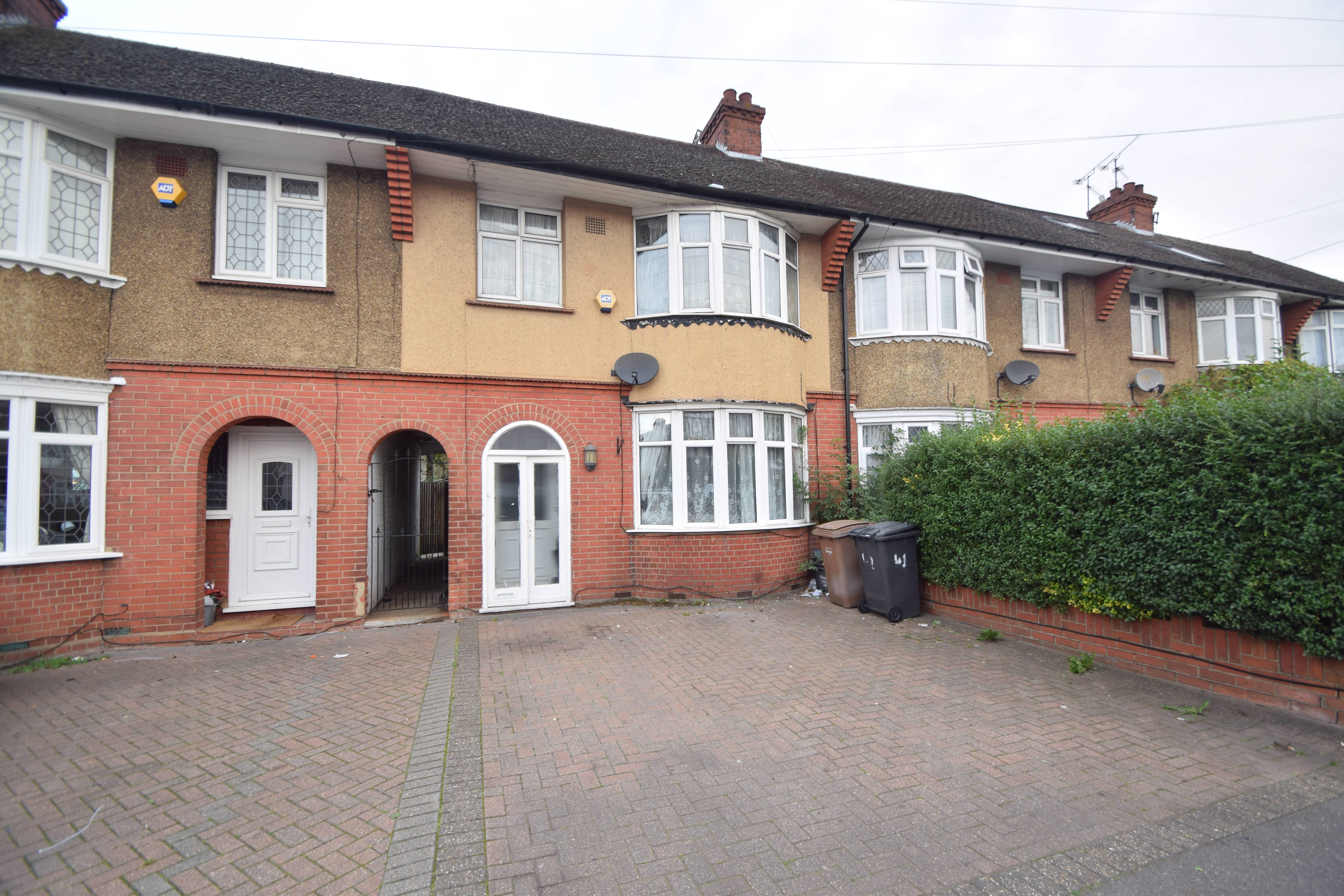 3 bedroom Mid Terrace to buy in Bancroft Road, Luton