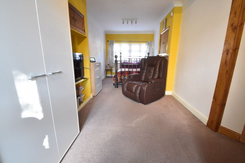 3 bedroom Mid Terrace to buy in Tenby Drive, Luton - Photo 1