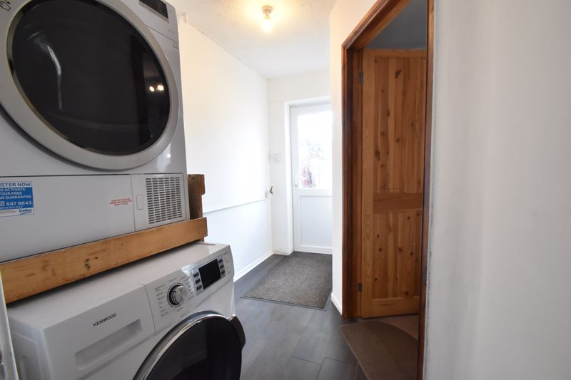3 bedroom Mid Terrace to buy in Tenby Drive, Luton - Photo 3