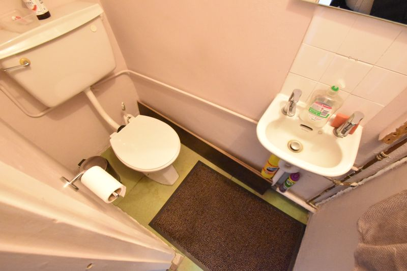 3 bedroom Mid Terrace to buy in Tenby Drive, Luton - Photo 4