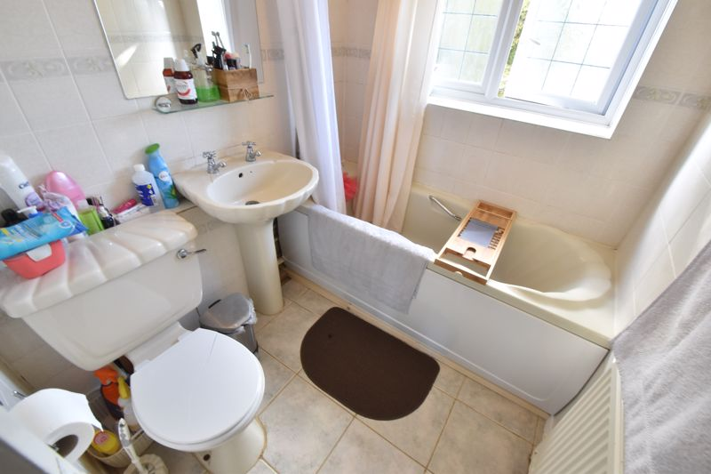 3 bedroom Mid Terrace to buy in Tenby Drive, Luton - Photo 6