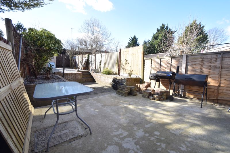3 bedroom Mid Terrace to buy in Tenby Drive, Luton - Photo 15