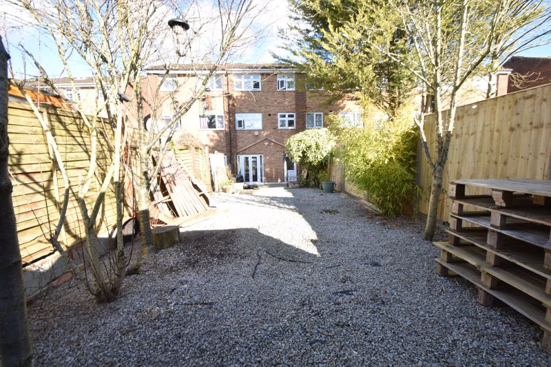 3 bedroom Mid Terrace to buy in Tenby Drive, Luton - Photo 18