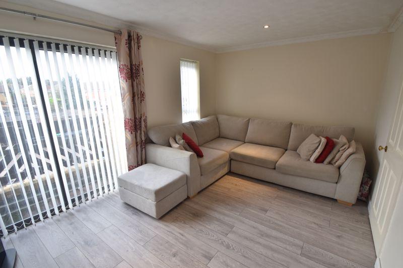 4 bedroom Mid Terrace to buy in Marsom Grove, Luton - Photo 2